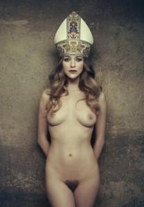 nude priestess